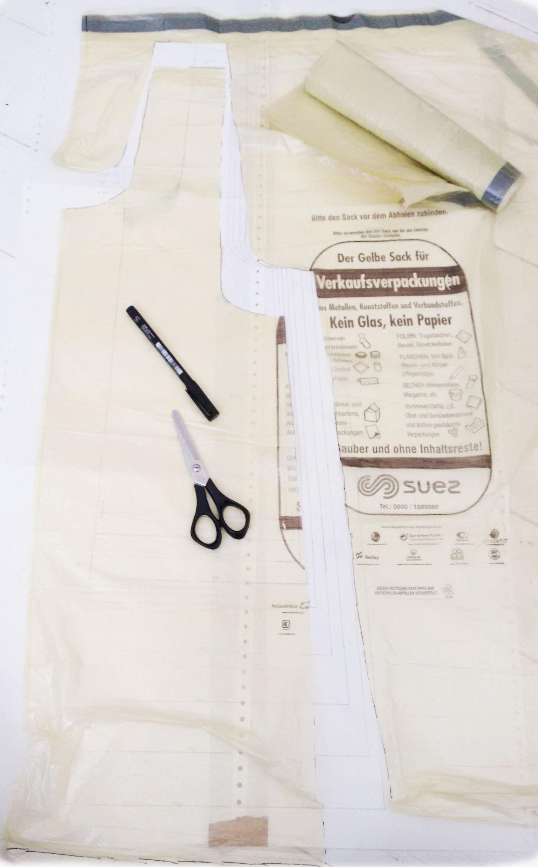 Probemodell aus gelben Säcken - Übertragen und Zuschneiden