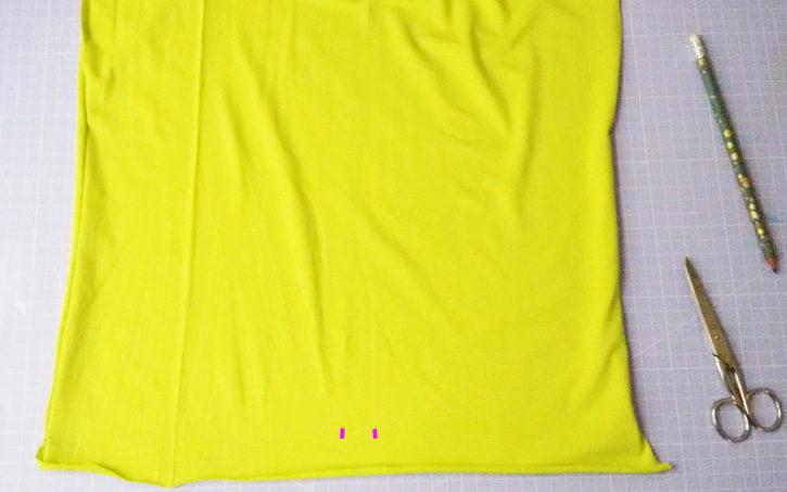 Einfaches Shirt nähen - Markierung für Löcher setzen